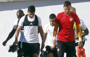 Enzo P�rez y Diego Alves llegando al campo de entrenamiento.