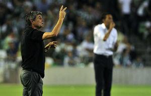Juande, dando instrucciones durante el partido