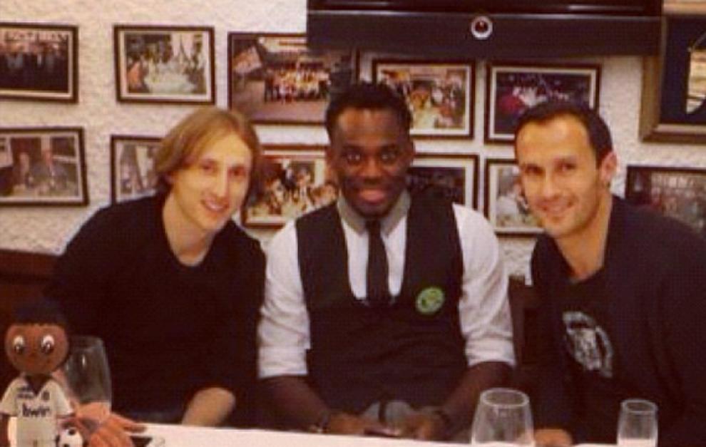 Modric, Essien y Carvalho en el cumpleaños del ghanés