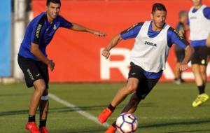 Demichelis controla un bal�n en un entrenamiento del Espanyol.