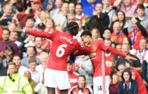 Pogba y Lingard celebran el gol del medio francés.