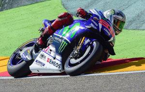 Lorenzo pilota su Yamaha en Motorland Arag�n.