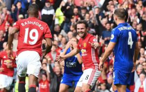 Juan Mata celebra su gol ante el Leicester