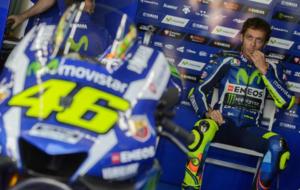 Rossi se prepara en el box para la calificaci�n