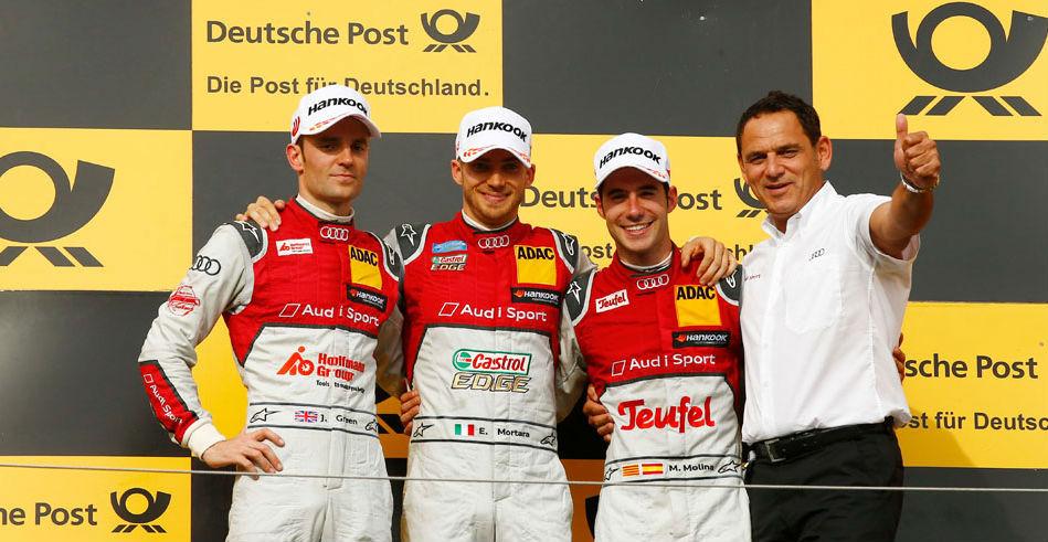 Miguel Molina, a la derecha, en el podio de la carrera de Hungría