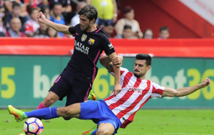 Sergi Roberto intenta marcharse de Sergio �lvarez