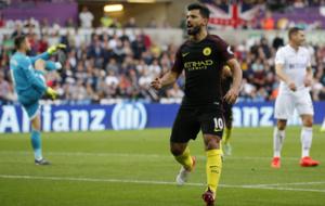 Ag�ero celebra un gol ante el Swansea