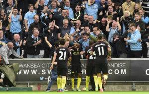 Los jugadores del City celebran el gol de Sterling.