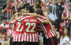 Jugadores del Athletic celebrando el gol de San Jos� que abri� el...