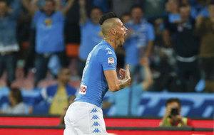 Hamsik celebra su gol n�mero 100.