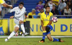 Morata tira a puerta en el partido frente a Las Palmas