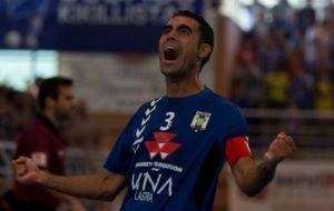 Joan Linares celebra uno de sus goles frente al Rivas Futsal.