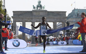 Bekele crossing the finishing line of the 2016 Berlin marathon.