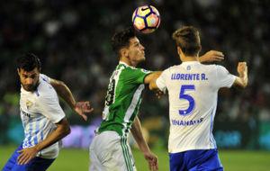 �lex Alegr�a pugna con Llorente y Miguel Torres por controlar un...
