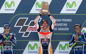 M�rquez celebra su victoria en Arag�n acompa�ado por Lorenzo y...