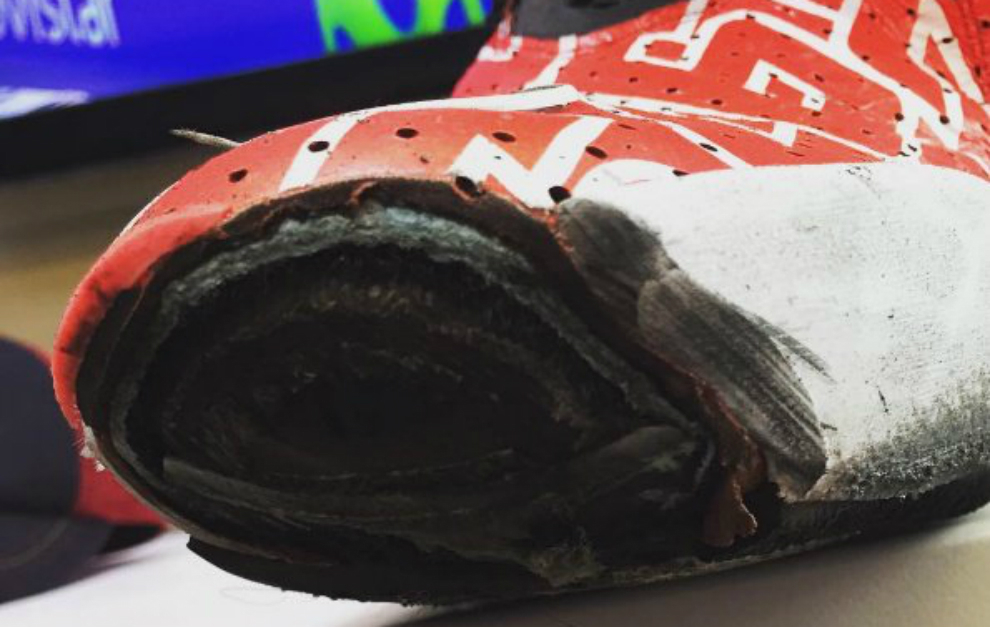 Dani Pedrosa gast� varias capas de la bota despu�s de frenar con el...