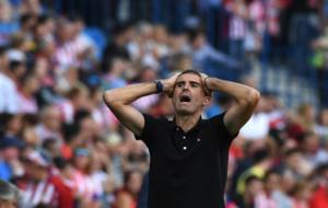 Gaizka Garitano se lamenta de una ocasi�n fallada del Deportivo ante...