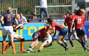 Gran placaje de Patricia Garc�a en el partido ante Holanda