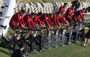 Los jugadores disfrutaron del sol haciendo bicicleta est�tica.