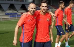 Iniesta y Denis Su�rez, durante el entrenamiento del lunes.