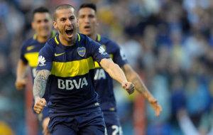 Benedetto celebra uno de sus goles a Quilmes.