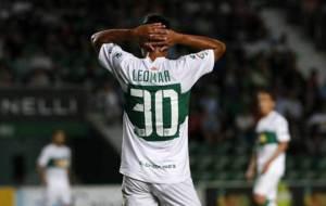Leomar se lamenta durante la derrota de su equipo contra el Levante