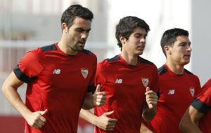 Iborra (28), en carrera junto a Carlos Fern�ndez y Diego Gonz�lez.