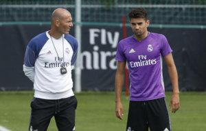Zinedine y Enzo Zidane, en un entrenamiento.