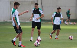 Jos� Carlos, Jonas y Durmisi, en el entrenamiento de hoy
