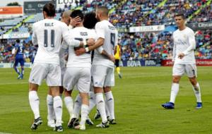 Bale, Benzema, Pepe y Cristiano celebran junto a Isco un gol del...