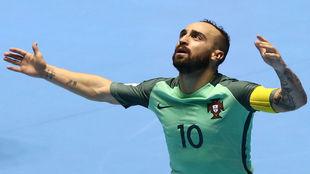 Ricardinho celebra su gol frente a Azerbaiyán en cuartos de final.