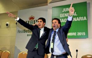 Haro y Catal�n, celebrando su victoria en la Junta