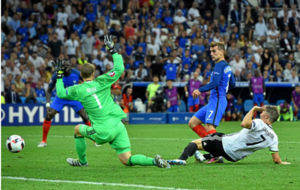 Griezmann (25) bate a Neuer (30) en el encuentro de semifinales de la...
