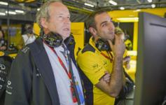 Jerome Stoll, presidente de Renault Sport F1, junto a Cyril Abiteboul,...
