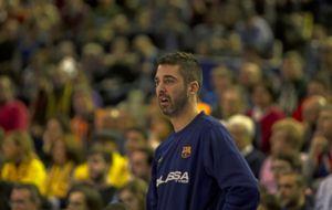 Juan Carlos Navarro, observa un partido desde el banquillo.