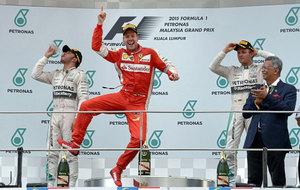 Vettel celebra la victoria en el GP de Malasia 2015