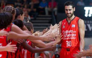 Joan Sastre, durante una presentaci�n con el Valencia Basket.