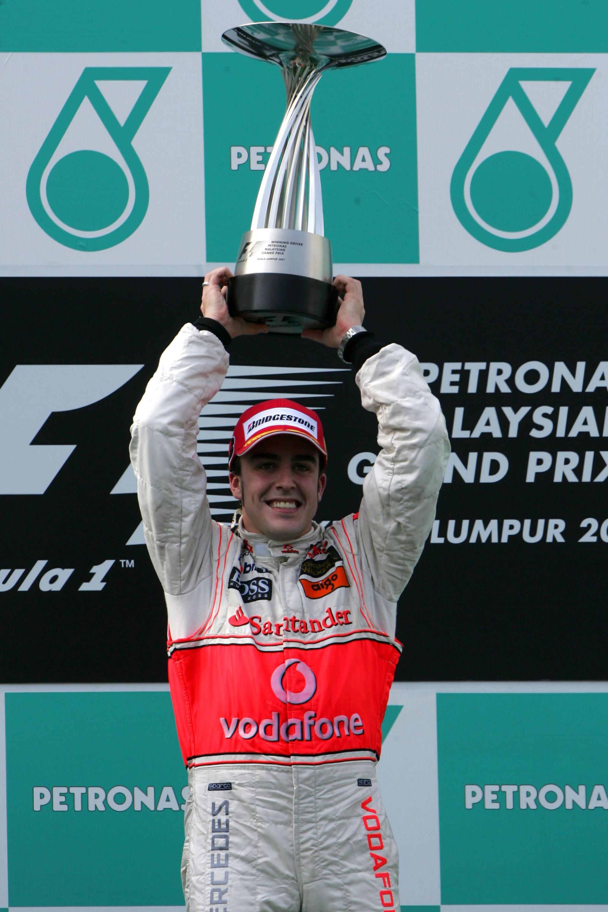 Alonso en el podio de Malasia 2007