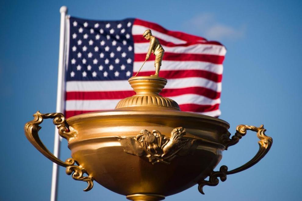 La versión gigante de la Ryder Cup y la bandera americana.