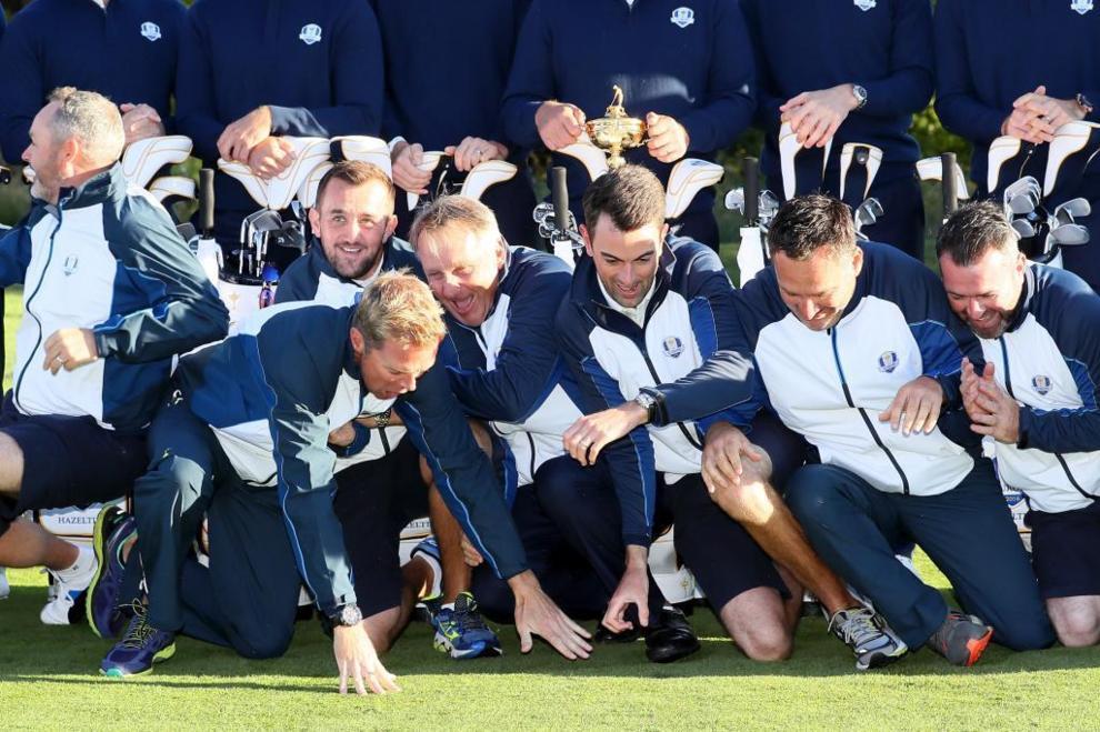 El equipo europeo bromeando durante la sesión de fotos.