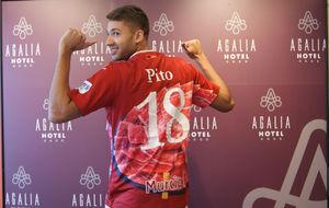 Pito, en su presentaci�n con ElPozo Murcia.