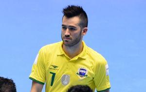 Rafael, serio tras la eliminaci�n de Brasil ante Ir�n.