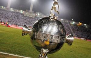 El trofeo al campe�n de la Copa Libertadores.