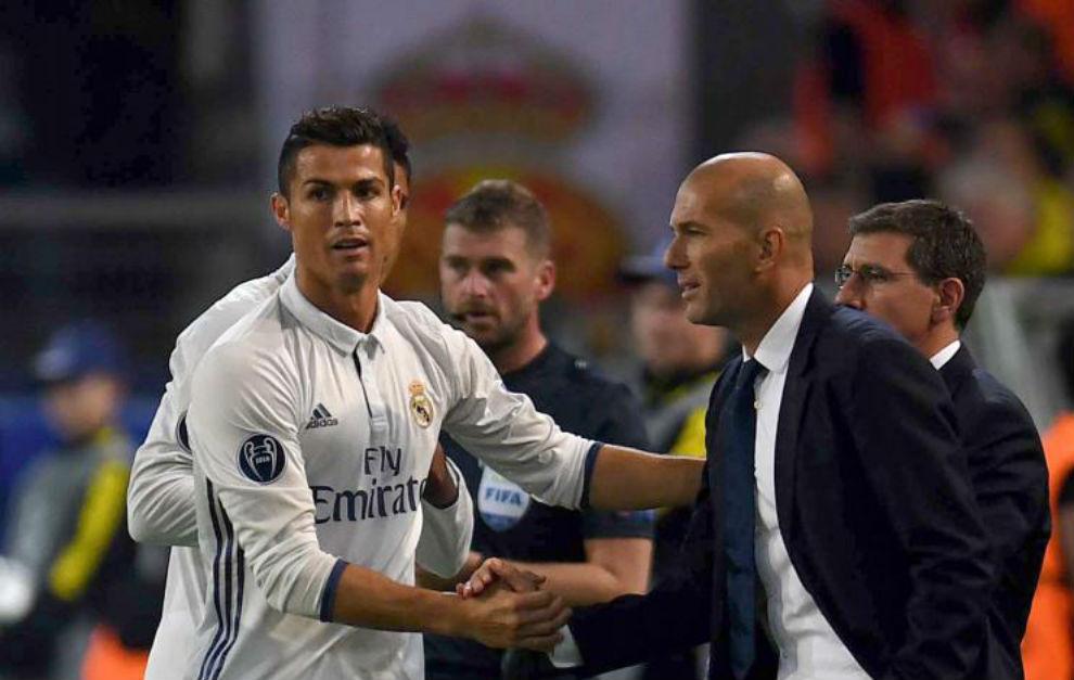 ...Y Cristiano festejó con Zidane su golazo al Borussia