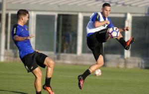 �lvaro V�zquez durante un entrenamiento con el Espanyol. /