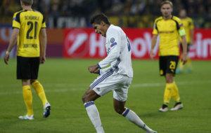 Varane celebra el gol conseguido en Dortmund.