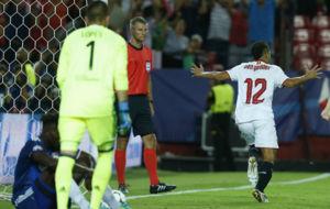 Ben Yedder celebra el gol que le marc� al Lyon en el S�nchez...