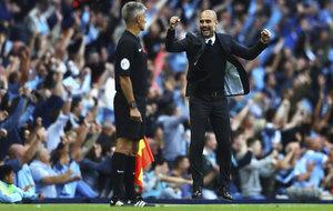 Guardiola celebra uno de los goles del City.