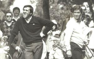 Manuel Piñero, junto a Severiano Ballesteros, con el que también...