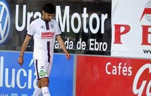 Aguilera se retira cariacontecido en un partido del Huesca